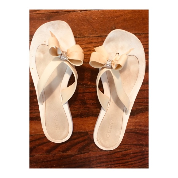 cffd61413601ae Guess Shoes - Guess Cream Bow Flip Flips